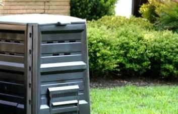 Kompostinės ir plastikinės dėžės